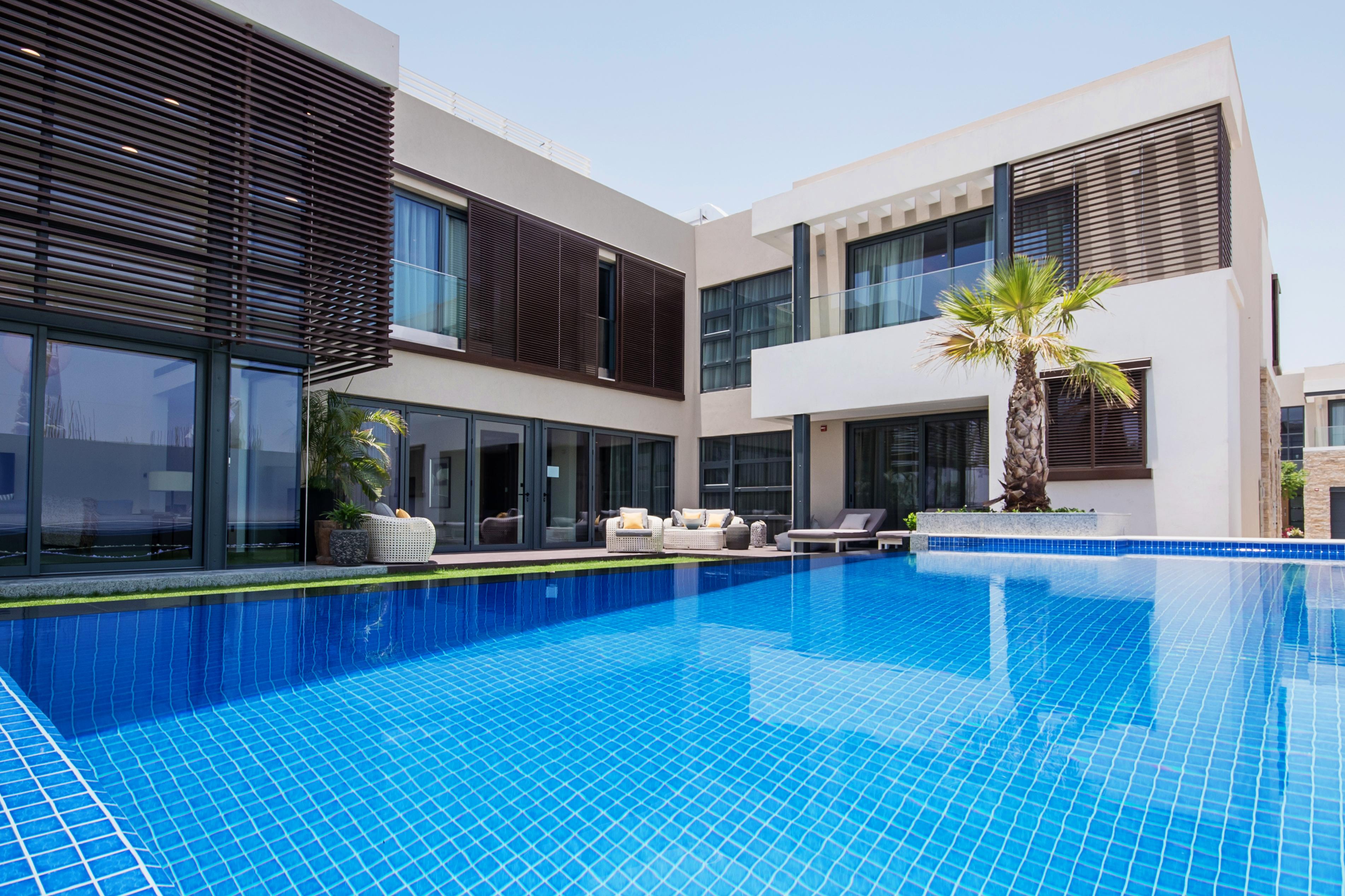 4 bedroom villa exterior (8)
