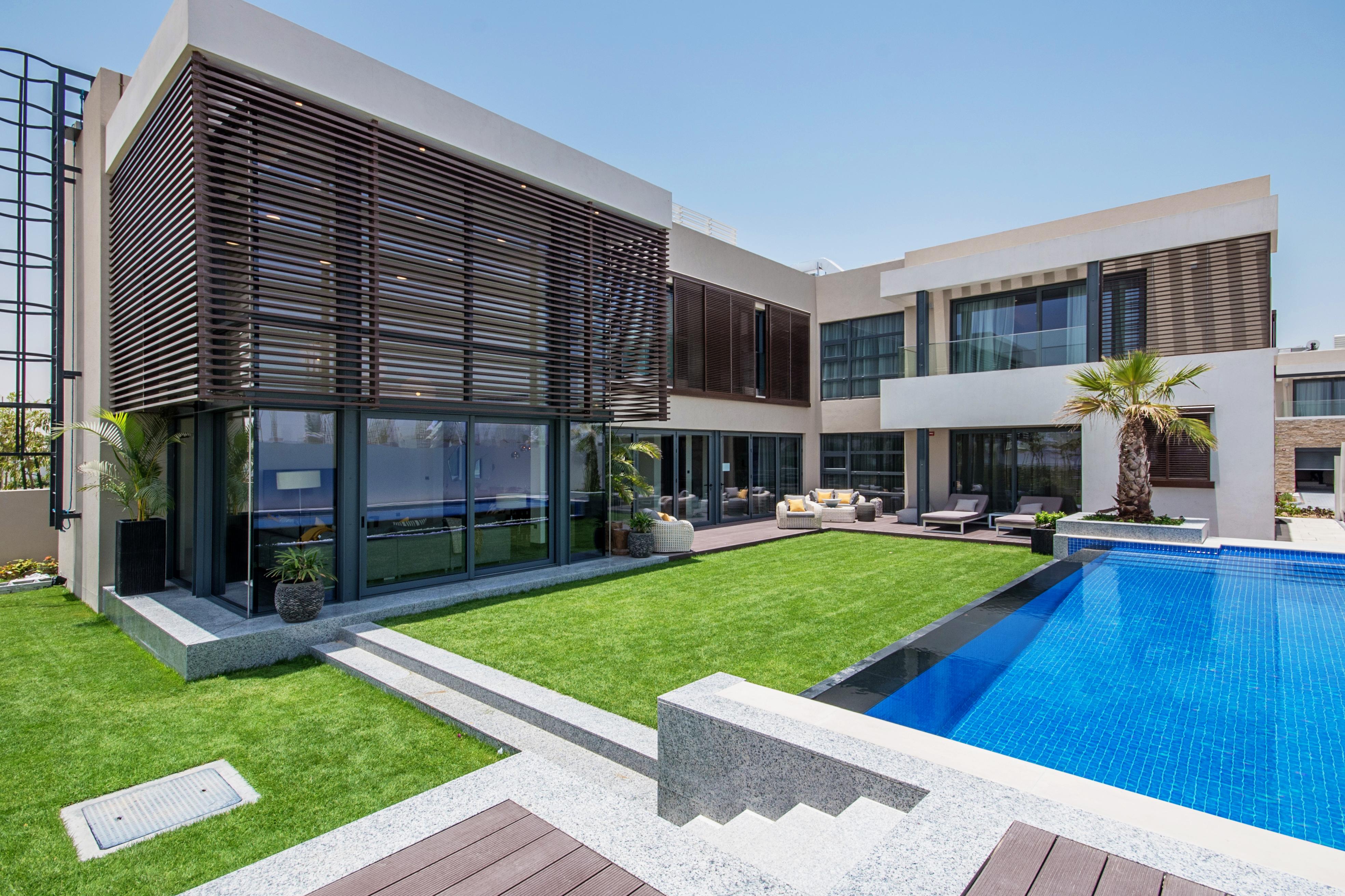 4 bedroom villa exterior (12)