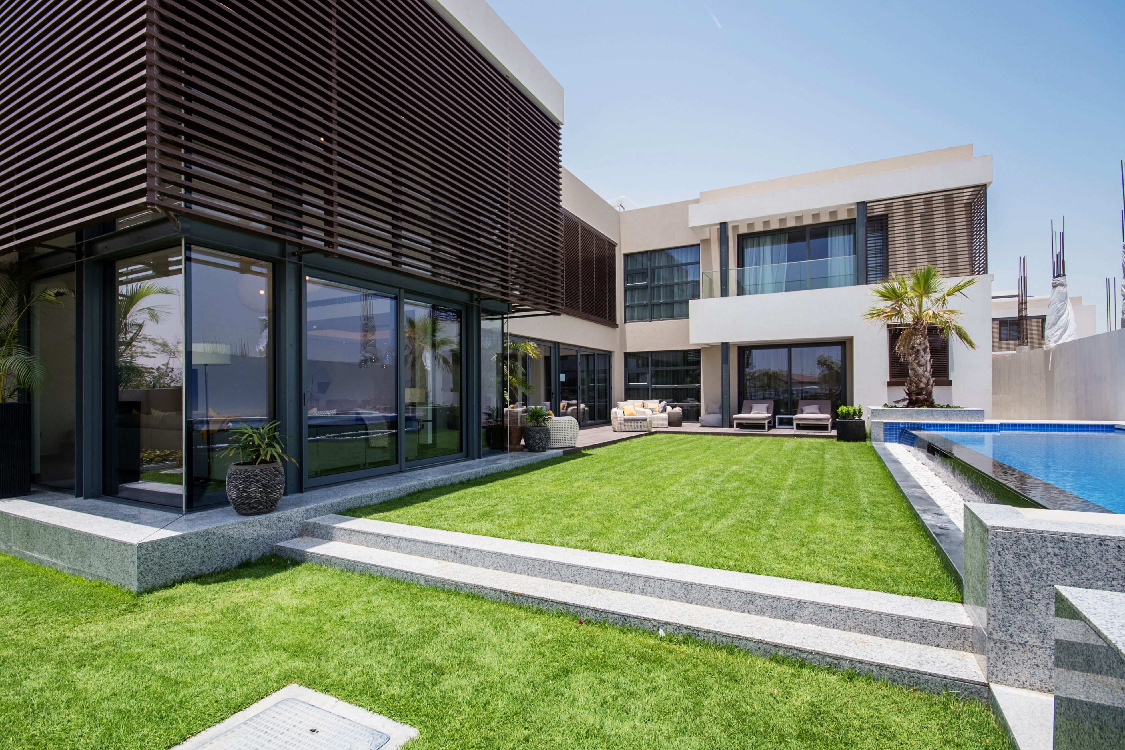 4 bedroom villa exterior (5)