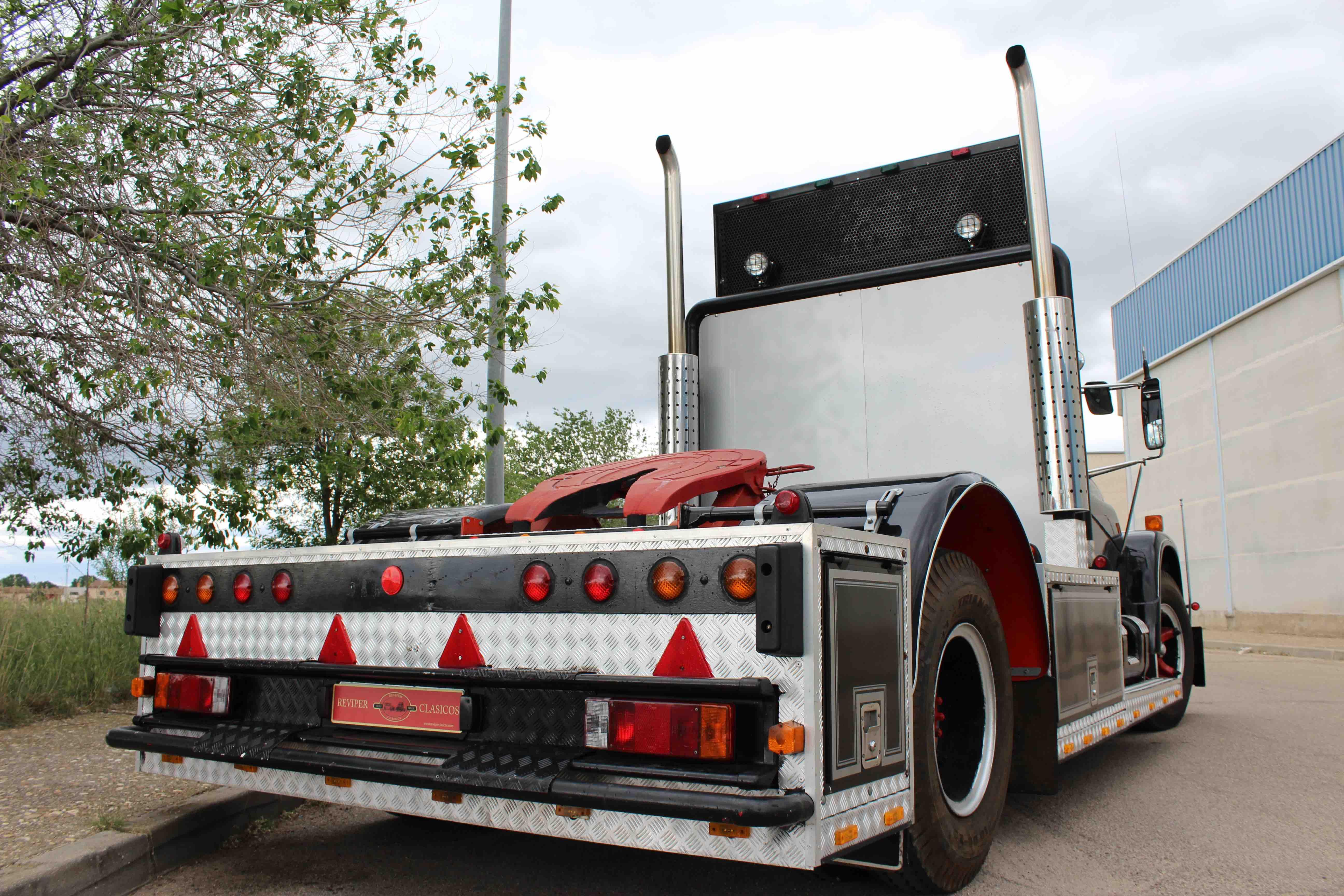 International Loadstar 1700