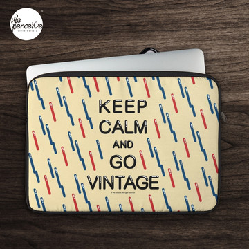 KEEP CALM AND GO VINTAGE Laptop Sleeve