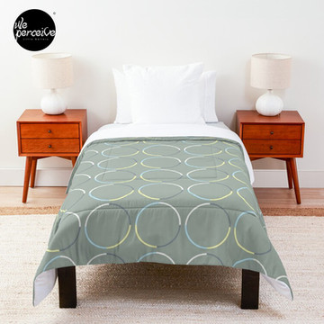 Minimal Circle Pattern in Charcoal Comforter