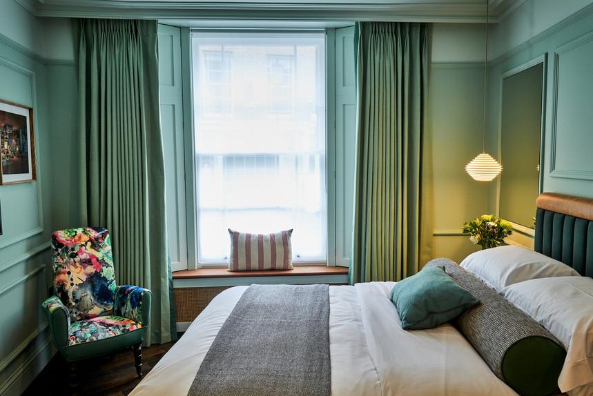 lostpoet-quarters-bedroom