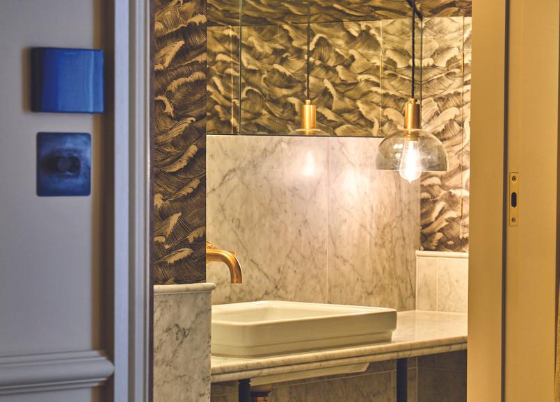 lostpoet-suite-bathroom