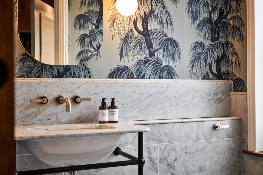 lostpoet-muse-bathroom