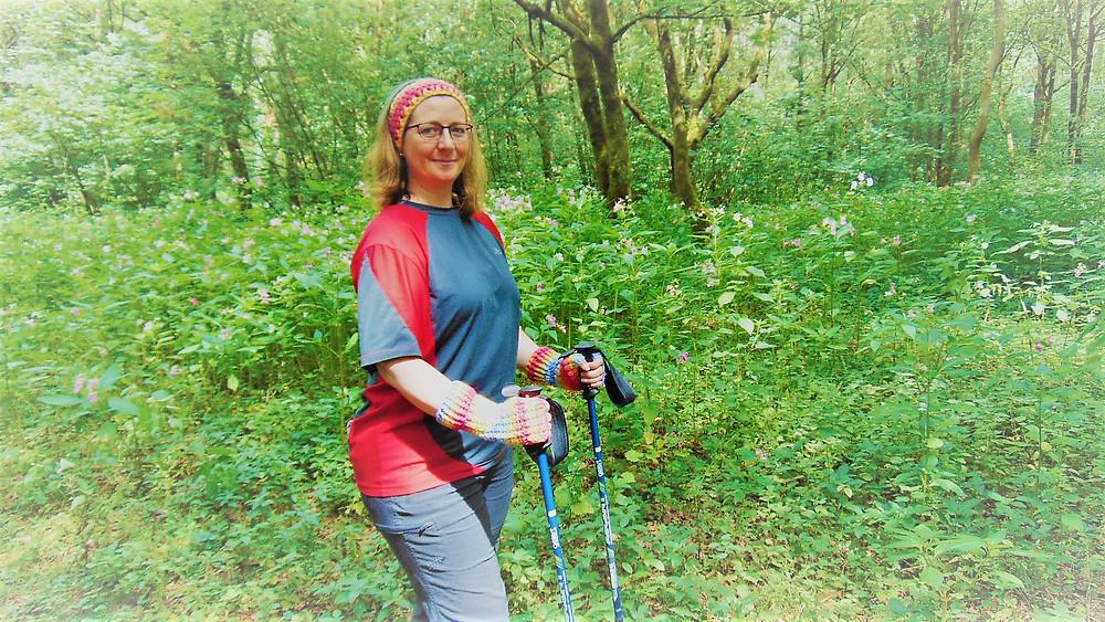 Hiking Mitts using trekking poles.JPG