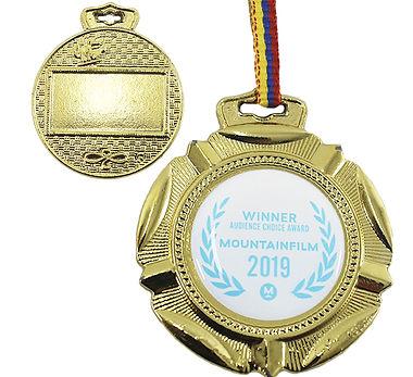 Medalla de premiación Pliegues Dorada.jpg