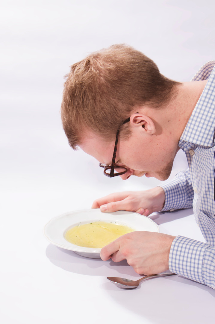 Haar in der Suppe suchen