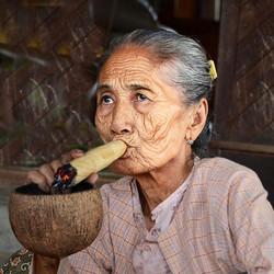 la vieille au cigare