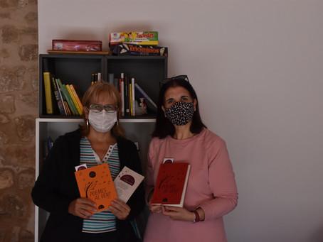 """Donació de llibres de l'associació """"POEMES AL VENT"""""""