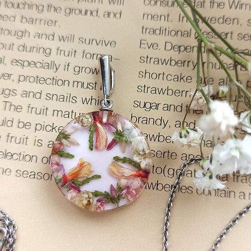 Нежный серебряный кулон с цветочной композицией
