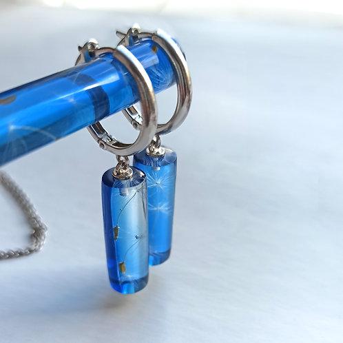 Серебряные серьги-конго с пушинками в синих цилиндрах