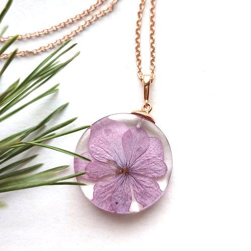 Розовый кулон с розовой гортензией