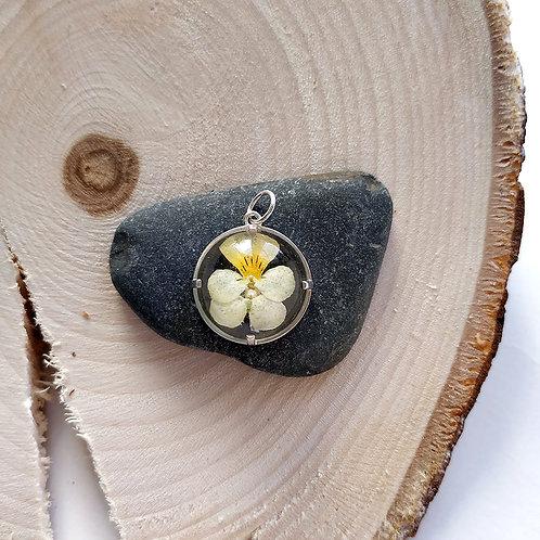 Кулон с бело-желтым цветком полевой фиалки , арт. 03-0510-09