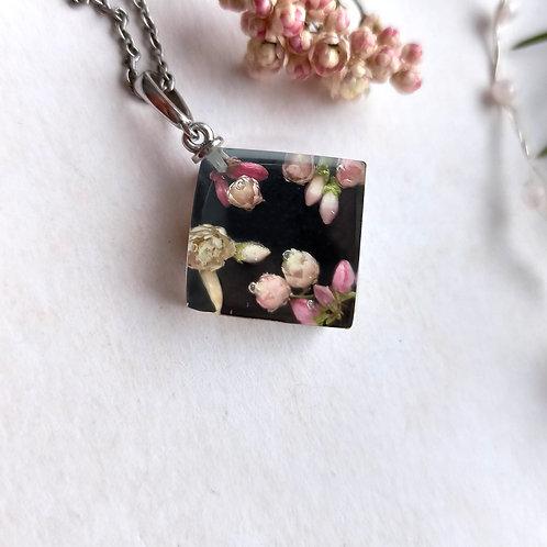 Cеребряный кулон с цветочной композицией