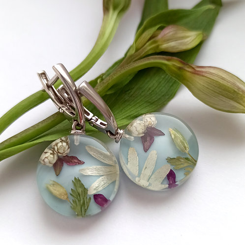 Классические серьги с цветочной композицией на голубом