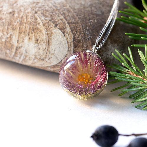 Колье со сферой из ювелирной смолы с маргариткой, арт. 06-0100-13