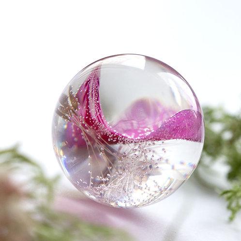 Подвеска с ярко-розовым лепестком и букетиком пушинок, арт. 03-0100-00