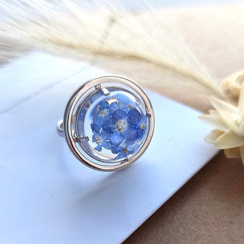 Нежное кольцо с незабудками в полусфере