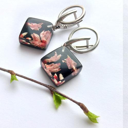 Стильные серебряные серьги с розовой генистой