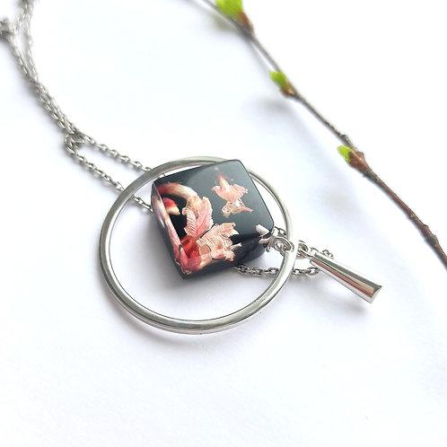Серебряный кулон с розовой генистой в черном квадратике