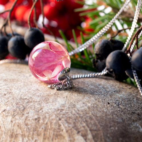 Колье с розовой гортензией в сфере из ювелирной смолы , арт. 06-0100-03