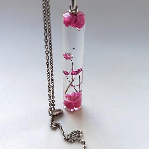 Кулон-цилиндр с розовой гипсофилой