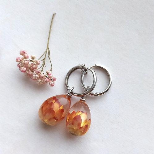 Серебряные серьги-конго с огненным гелихризумом