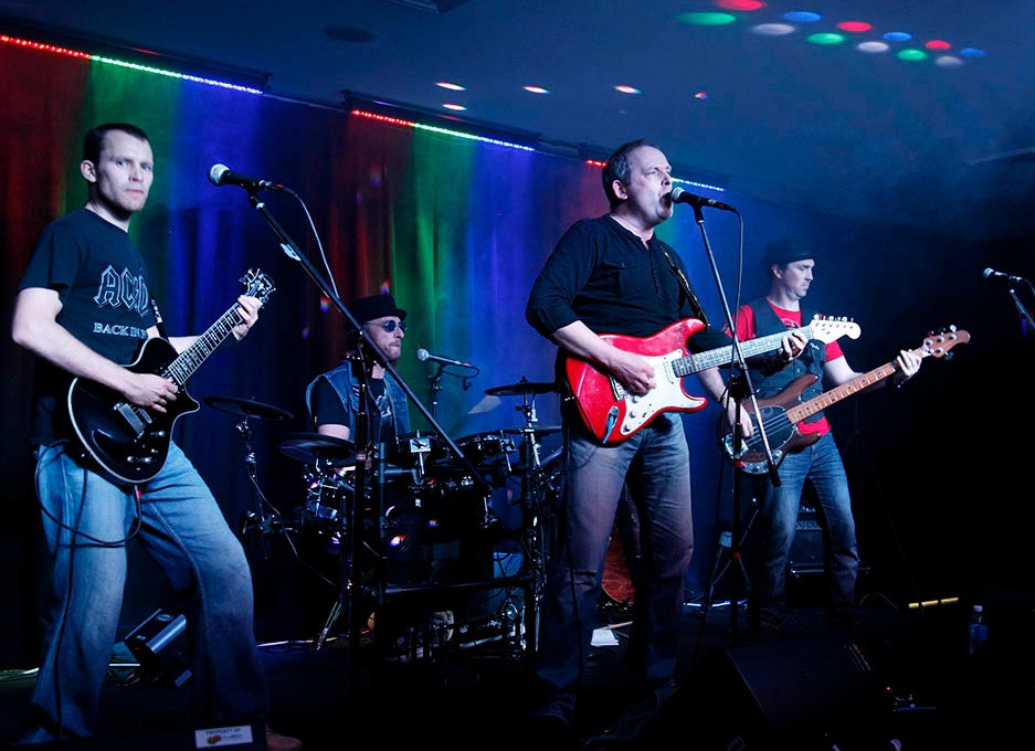 Big music bands 3 july2259_edited.jpg