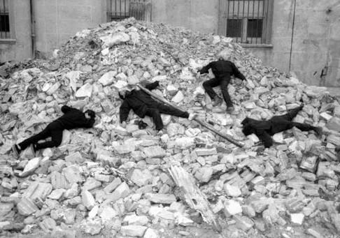 ESTÉTICA DA RESISTÊNCIA - IV - Grupo Escombros