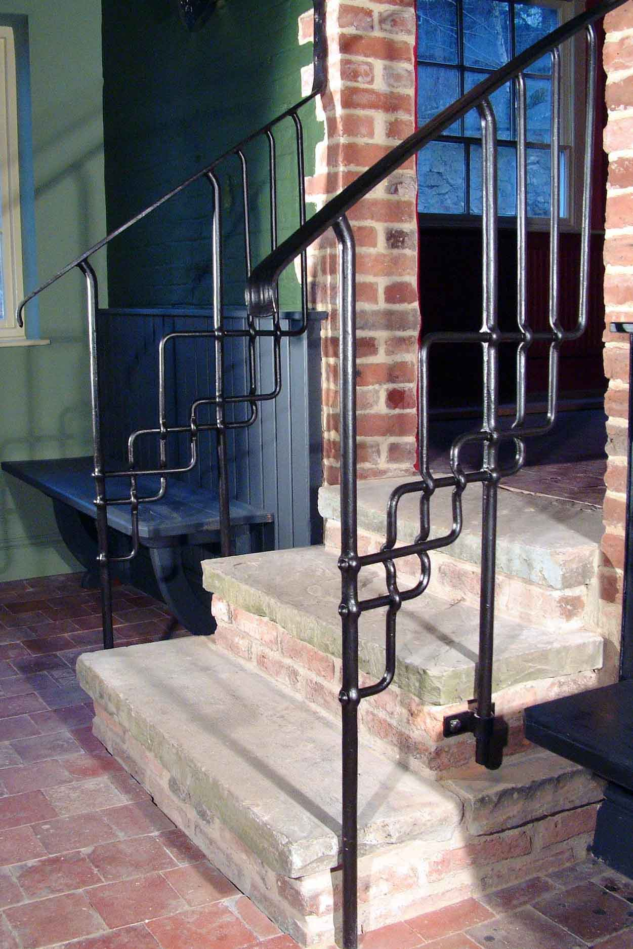 3 Horseshoes handrail