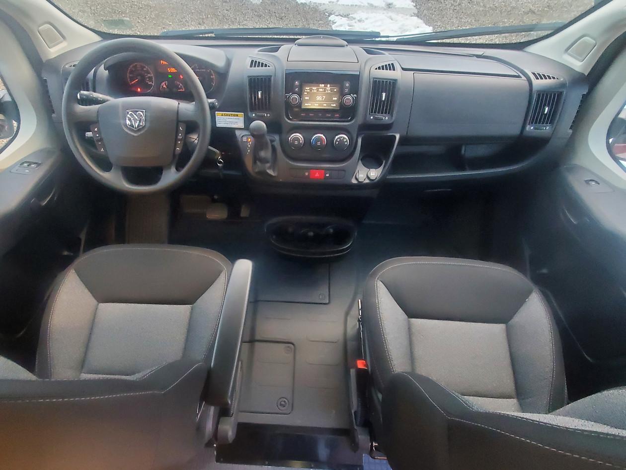 Solis Camper Van - Cockpit