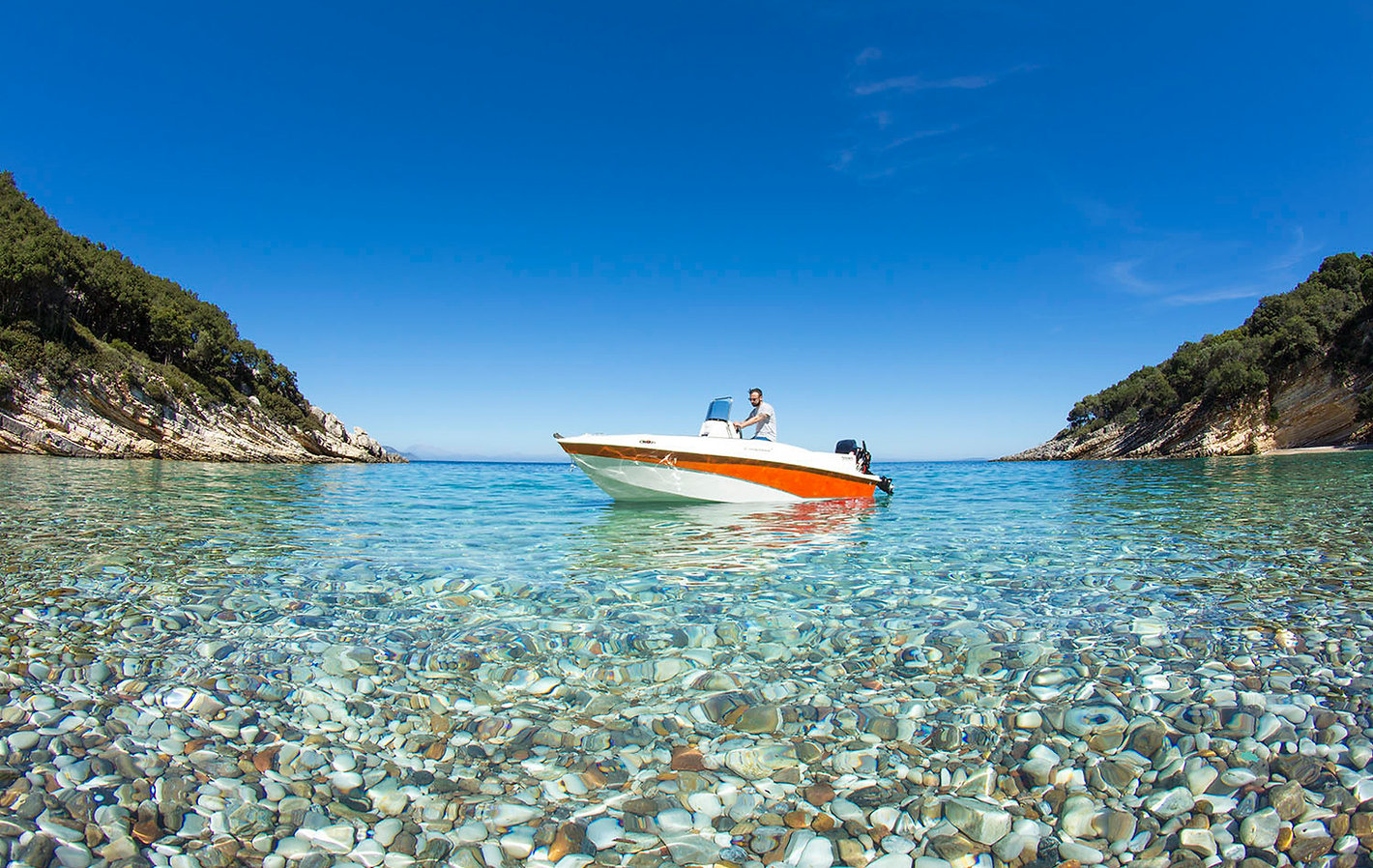 Our boats to rent in ibiza, you dont need license or qualificatión. You can hire one Yellowboat cheap prices in ibiza
