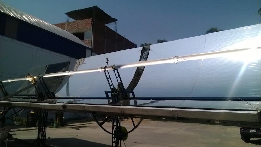 Equipo de generación de vapor por medio del sol para un proceso en una industria química.