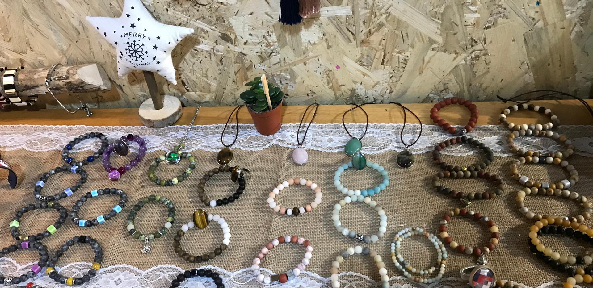 Bracelets et colliers pierres naturelles
