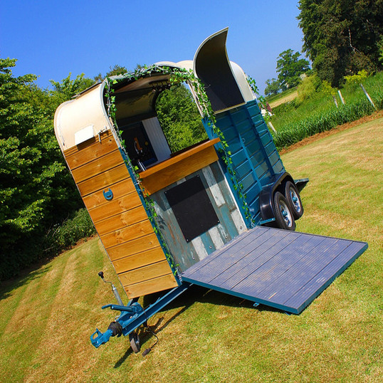 Converted Horsebox Bar at The Coppleridge Inn | Weddings | Wheelie Tipsy
