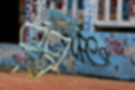 Photo chaise bleue piscine Molitor  Copyright chaise bleue Anne Olofsson