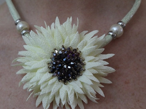 Cream Flower Necklace