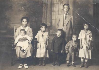 Hiroyoshi, Mumeno, Yukiko, Akiko, Kiyoshi, Susumu, and Tetsuko (ca. 1925)
