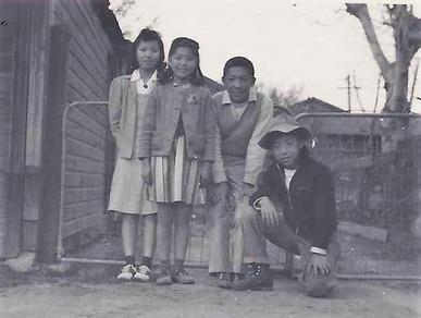 Yukiko, Eiko, Isamu, and Noboru in Walnut Grove (ca. 1937)