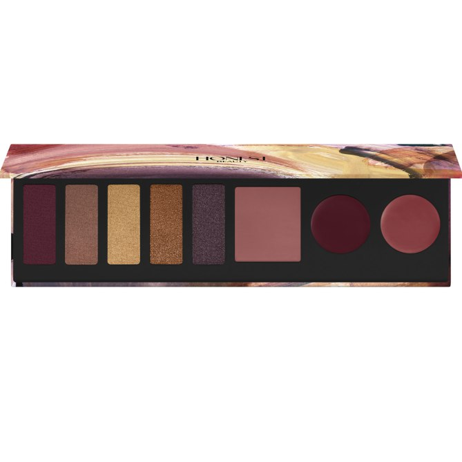 En este compacto no solo tendrás los colores de moda para el invierno, sino también dos labiales y un rubor en crema. Falling for You Makeup Palette, de Honest Beauty. $35. Honestbeauty.com.