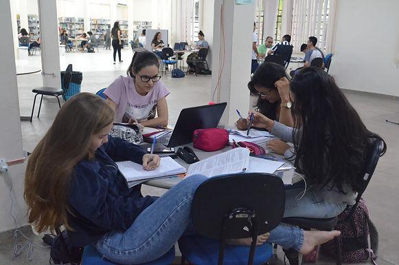 SAÚDE MENTAL: Ambiente acadêmico têm deixado alunos e professores doentes por conta de sobrecarga