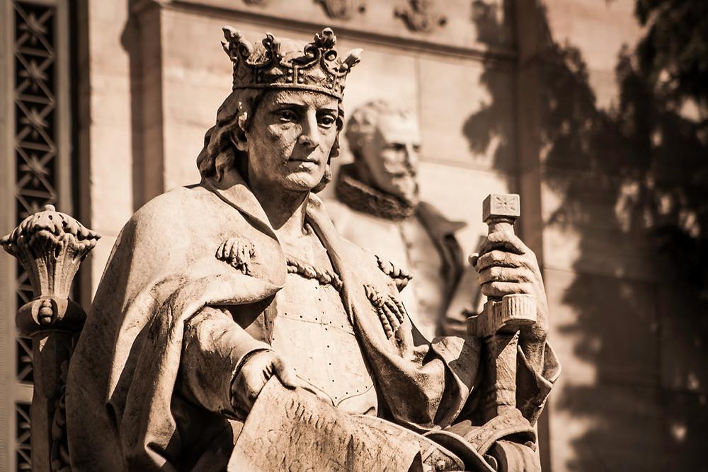 estatua rey sabio