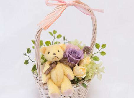 【母の日】くまとお花摘み テディとローズのプリザーブドフラワーアレンジ 【ギフト】