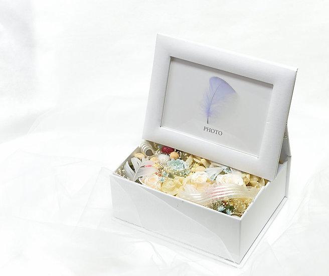 天使のフラワー ホワイトボックス 【プリザーブドフラワー】ご結婚 ご出産 お祝い