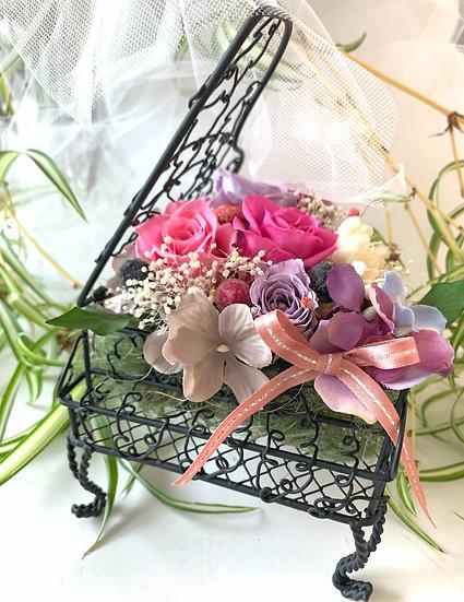 楽器と音楽のフラワーアレンジ ピアノ ブラック ピンクの薔薇【プリザーブドフラワー】