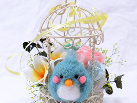 【母の日】〜幸せの青い鳥_かわいいマスコットのプリザーブドフラワーアレンジ 〜
