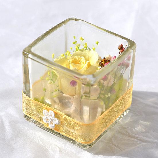 フラワーアレンジ グラスキューブ  レモンイエロー【プリザーブドフラワー】