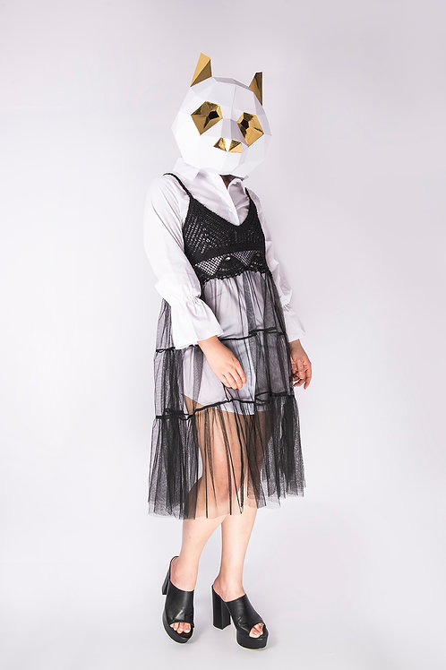One-piece white shirt with black knit match with organza outer wear