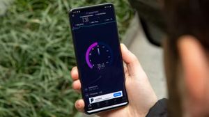 Samsung Galaxy S20 Ultra vs. iPhone 11 Pro Max: 5G and connectivity